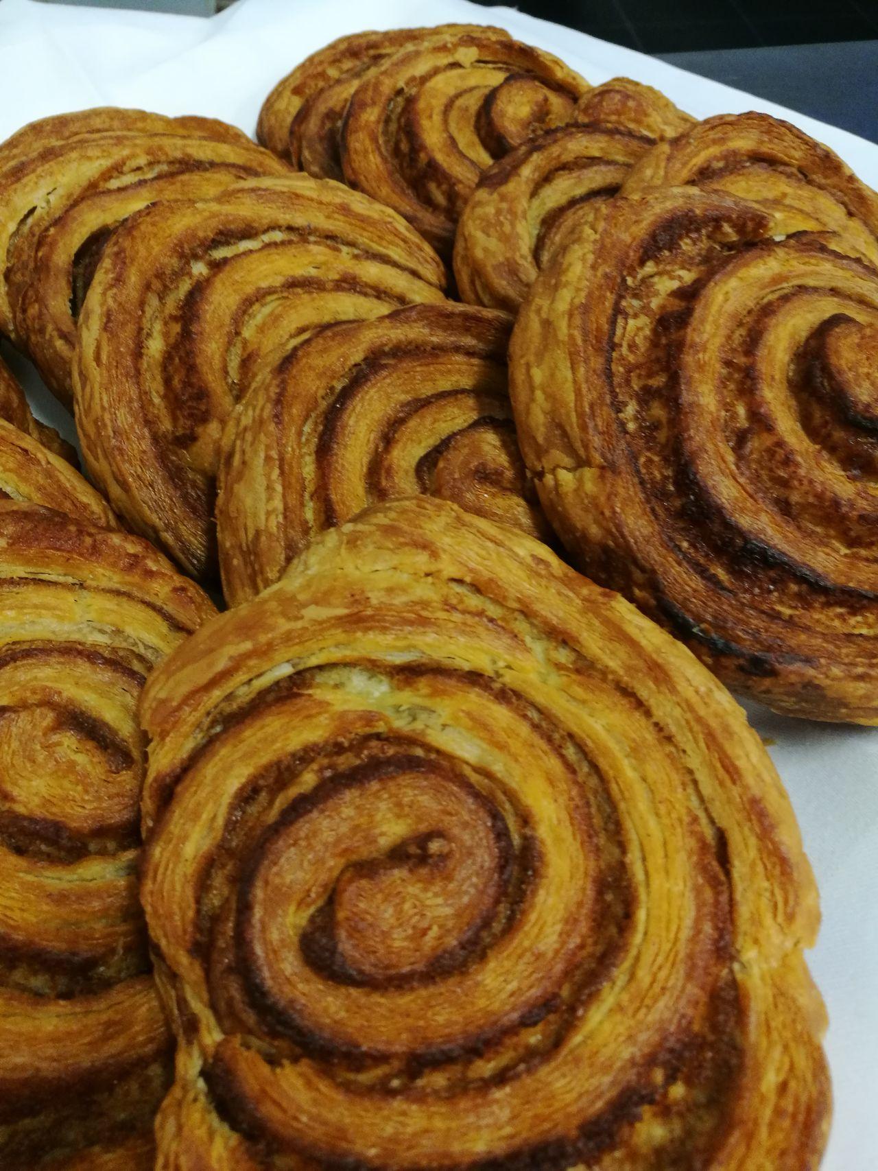 Cinamonroll Cinamon Sweatbreak Earlybird Food Indoors  Freshness Baked Close-up Ready-to-eat