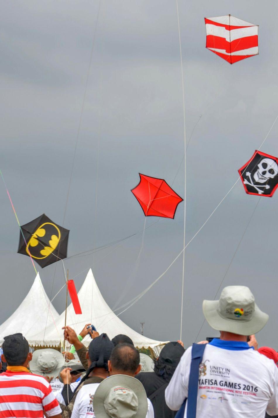 Flying Kite Hanging People Unity Cloud - Sky Flying Kite - Toy Outdoors Flying A Kite Kiteflying Kite Festival Unityindiversity Fighting Kite Rokakku EyeEm Diversity