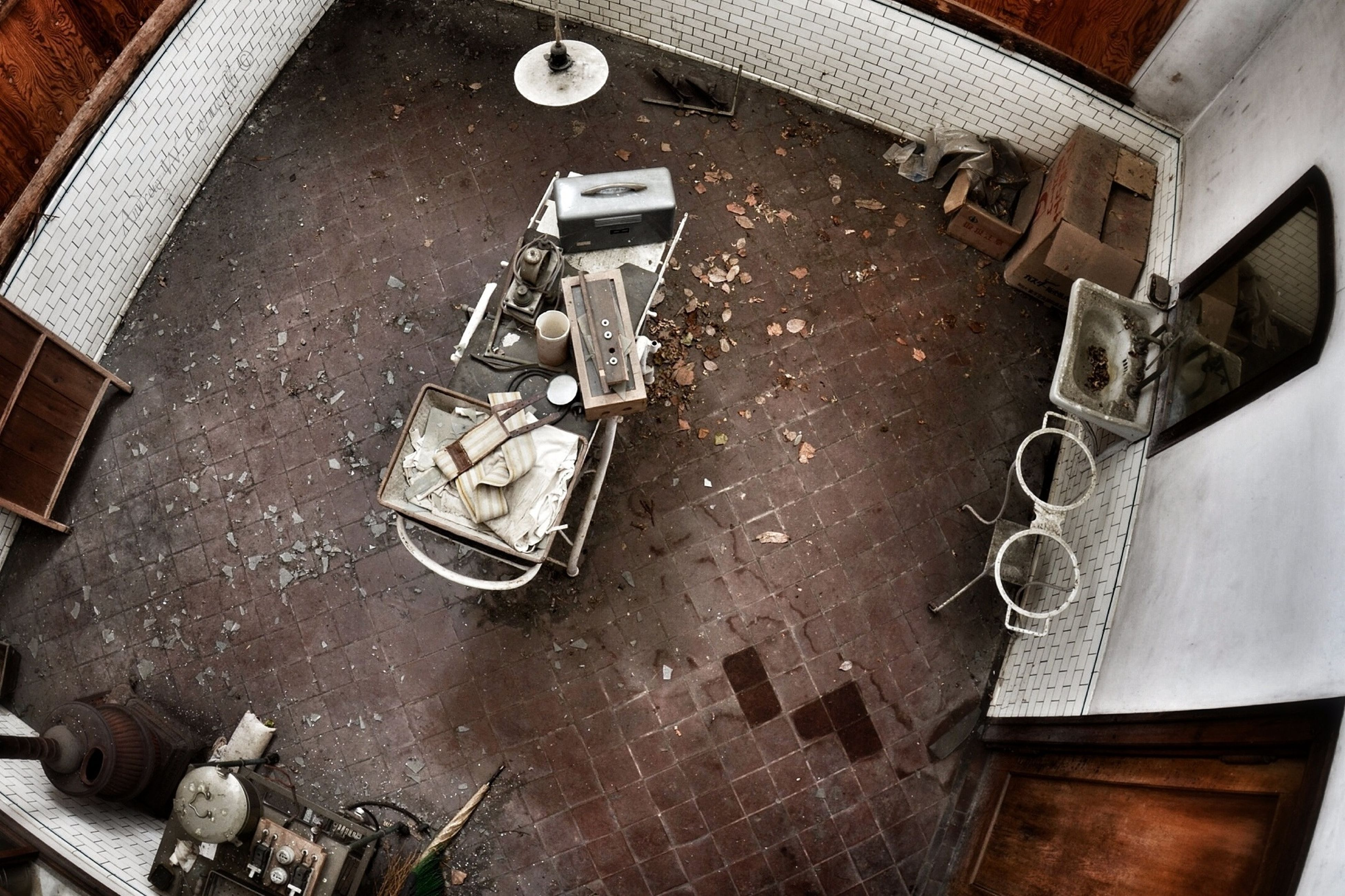 high angle view, indoors, transportation, land vehicle, metal, bicycle, stationary, mode of transport, technology, directly above, no people, elevated view, old-fashioned, day, close-up, old, machinery, connection, motorcycle, retro styled