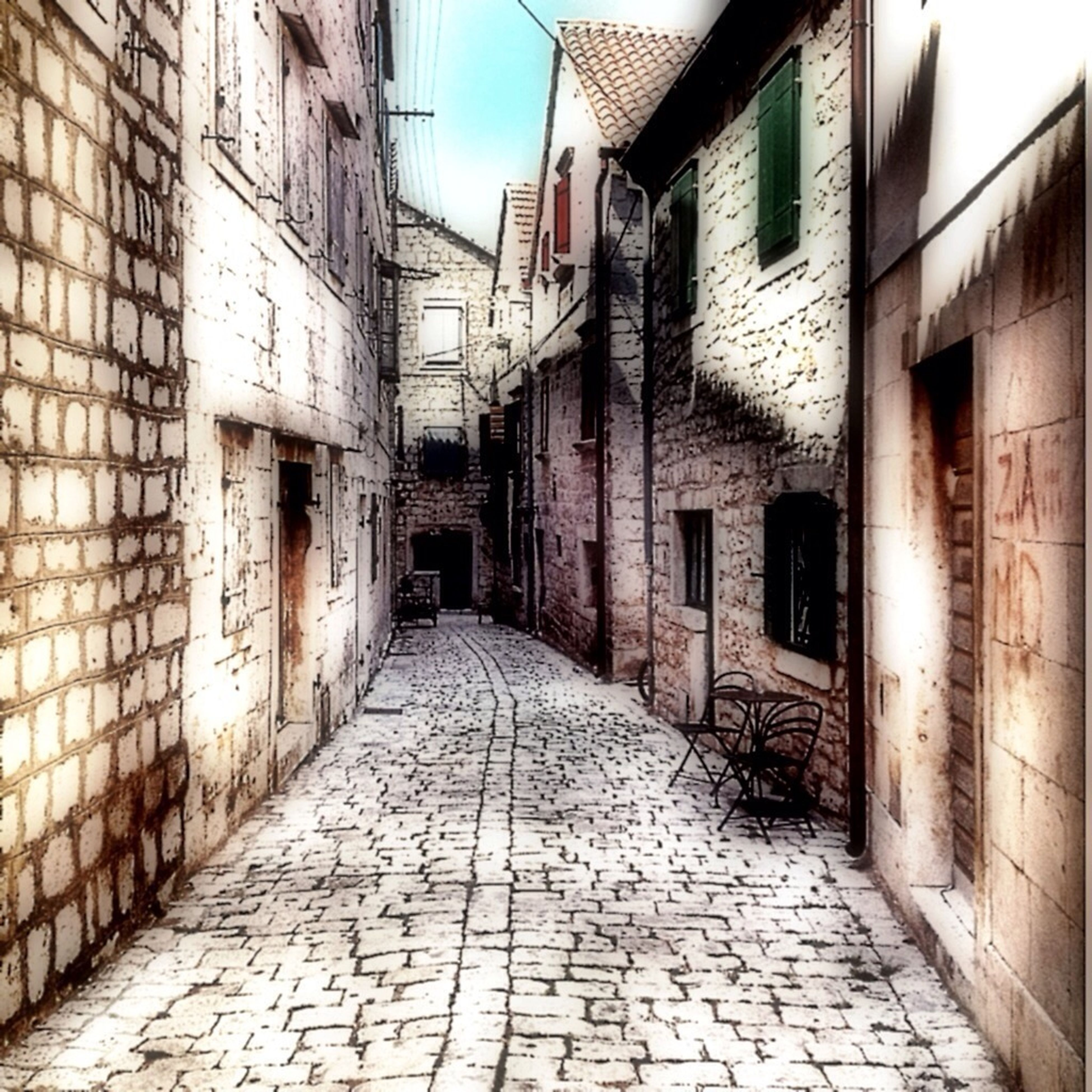 architecture, built structure, building exterior, the way forward, cobblestone, alley, narrow, building, residential structure, walkway, residential building, diminishing perspective, street, footpath, paving stone, pathway, wall - building feature, empty, house, brick wall