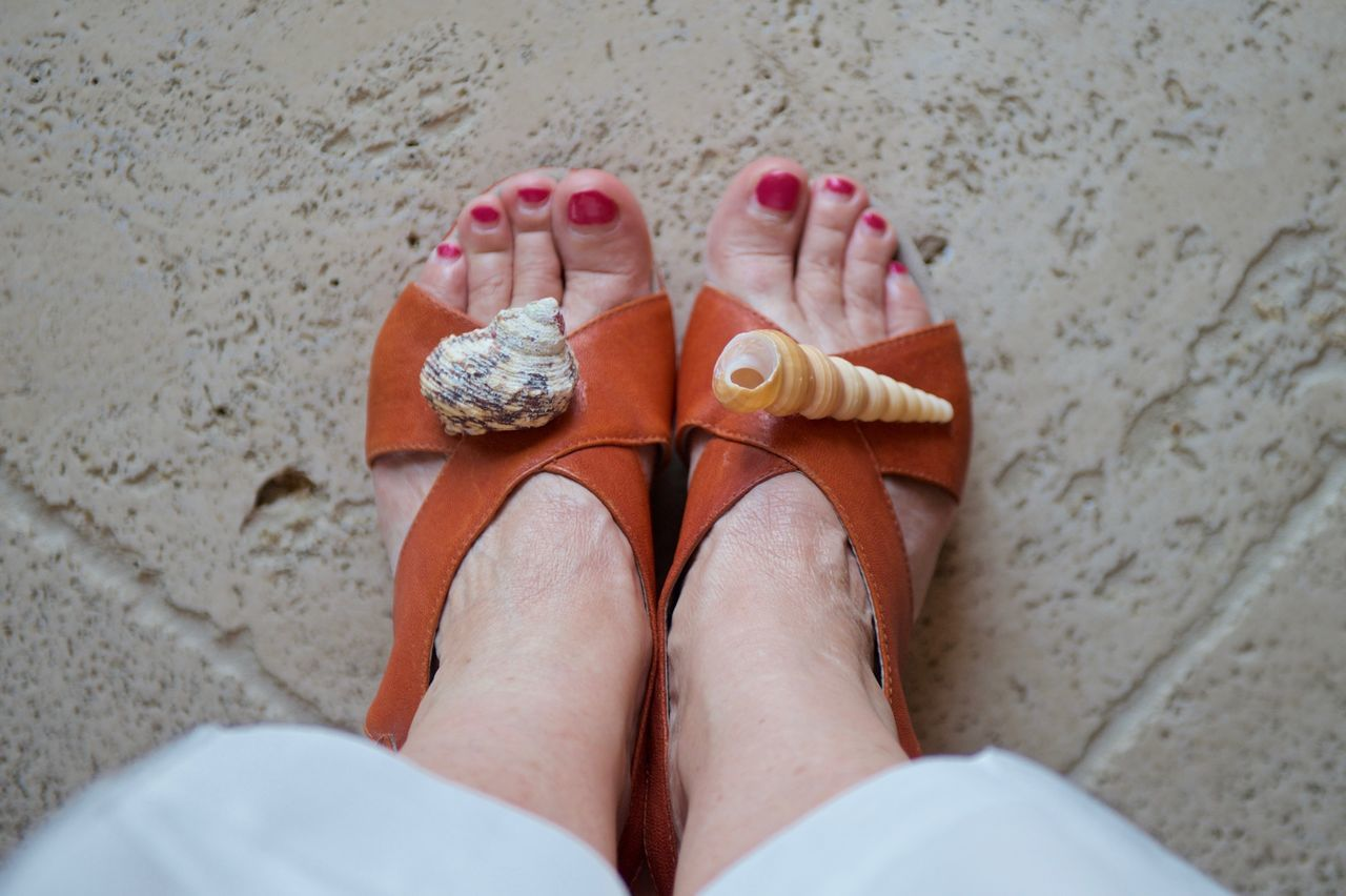 Sandals with shells Close-up Feet Human Foot Lifestyles Outdoors Person Personal Perspective Point Of View Sandals Shells Lieblingsteil