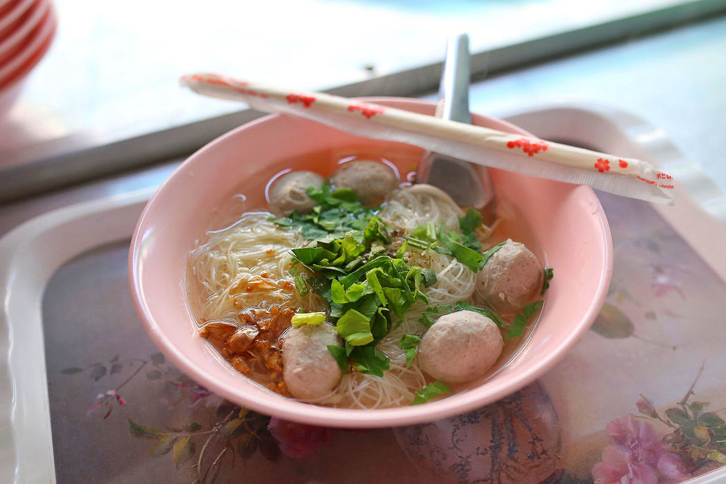 thai fishball noodle soup at klong lat mayom floating market, thailand~ ASIA Fishball Noodles Fishball Soup Food Food Tray Local Food Meal Ready-to-eat Soup Spotted In Thailand Thai Style Thailand Travel Tray