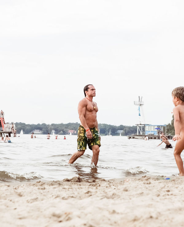 Dear Mr. Trump, the original Terminator from berlin is coming to ... - bring some peace 🕊 Beach Beach Life Beach Photography Underwater Berliner Ansichten Body & Fitness Bodybuilding Capture Berlin Lake View Lifestyle Lifestyle Photography Men Mussels Proud Sea Sportsman Strong Urban Landscape Urban Lifestyle Urban Nature Vane Wannsee The Portraitist - 2017 EyeEm Awards Water Wannsee Berlin Live For The Story Sommergefühle