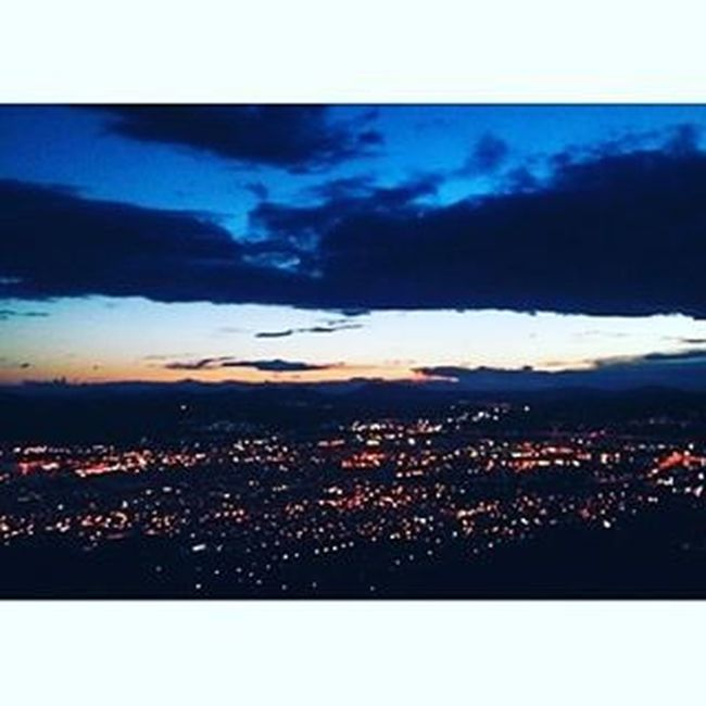 🔽🔼Θέλω να φύγω ν'αλλάξω Θεό,να σπάσω τη μπάρα για να σωθώ,θέλω να τρέξω να φύγω από'δω,σ'αυτόν τον καθρέφτη δεν είμαι εγώ.🔴⚪⚫ AthensByNight Athens Athensvoice αθηνούλα σαγαπάωρεαθήνα ναξέρεις Myviewrightnow Sundaynight Lights Nightsky Cloudsareeverywhere Gnightworld Enjoyyourlife @maraveyas Soundtrack τσαλαπατώ Dream Love 😚