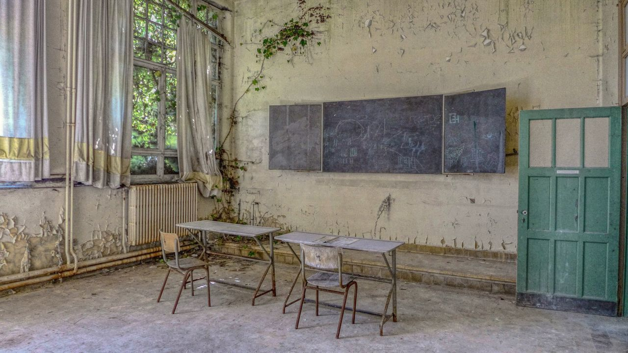 Window Abandoned Chair Indoors  Architecture No People Day Abandoned Buildings School Abandoned School Discovering Abandonedplaces Lostplaces Urbexphotography Urbexworld Photography Photograph Abandoned Places Urbexexplorer History Classroom Old Urbex Urbexphotography Abandoned Blackboard