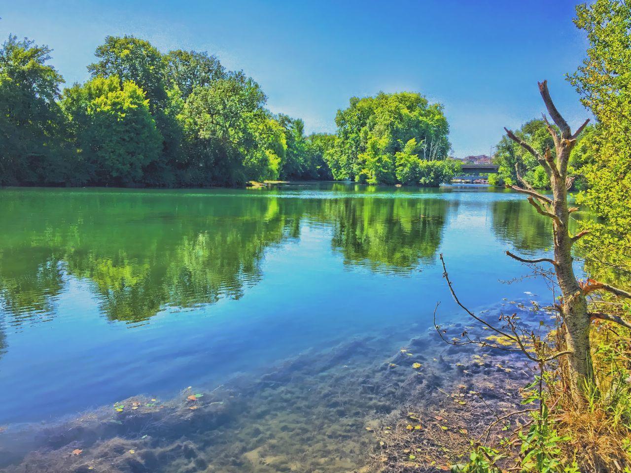 Au bord de la Charente 🚶🏻🚣🏻💚 Au Bord De L'eau France Charente Randonnées Balade Sur Les Chemins Paysage Nature