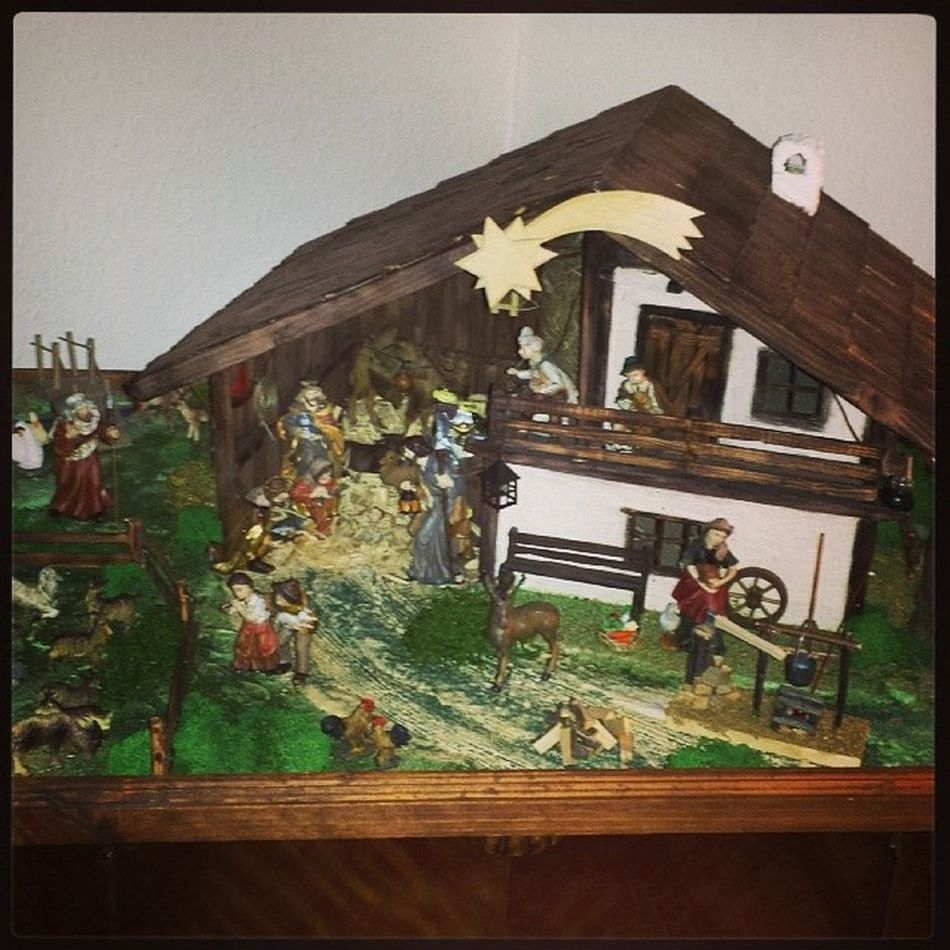 Being creative just in time for christmas Crib KRIPPE Weihnachtskrippe KRIPPE nativityscene selfmade christmastime christmas2013 christmasspirit christmasdecoration christmasiscoming christmaslights
