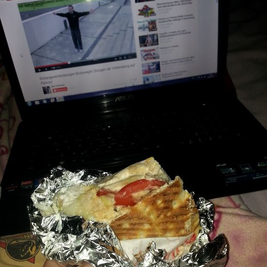 Enjoying Life Food Döner Essen Lecker Essen  Watching Videos Fitness Parkour And Free Running hahaha hmmmm :D