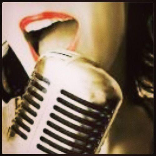 Quem canta seus males espanta, já diz o ditado popular. Além de espantar os males, é capaz de reunir multidões. E é por isso que o cantor faz tanto sucesso: no uso de sua bela voz, diverte o público e ajuda a trazer a lembrança momentos, pessoas, lugares. Alguns comemoram o dia do cantor no dia 13 de julho, outros consideram o dia 27 de setembro. Mas para o vocalista isso não importa: o que vale é celebrar, cantar. Na música, um cantor, ou vocalista, é o músico que canta, ou seja, usa a voz como seu instrumento musical. Um cantor principal, ou solista, é aquele que canta a voz primária de uma música, enquanto o cantor de apoio (ou, o grupo coral) canta a voz de apoio (ou, à parte do canto coral) de uma música. FelizDiaDoCantor