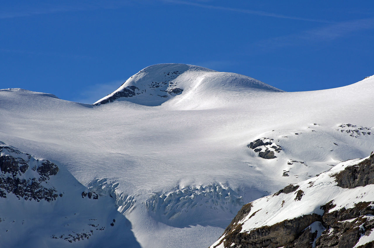 Gemmi - Wallis - Schweiz Cold Temperature Deep Snow Majestic Mountain Mountain Peak Mountain Range Nature Scenics Schweiz Season  Sky Snow Snowcapped Mountain Swiss Alps Switzerland Tranquil Scene Tranquility Wallis White Color Winter