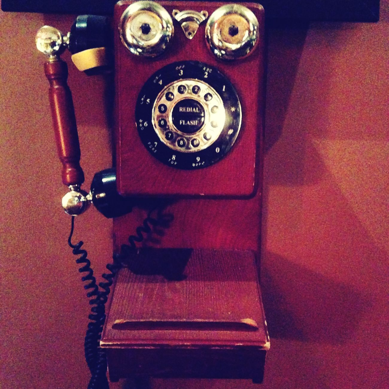 Oldschool Telephone PianoBar Turn Back Time