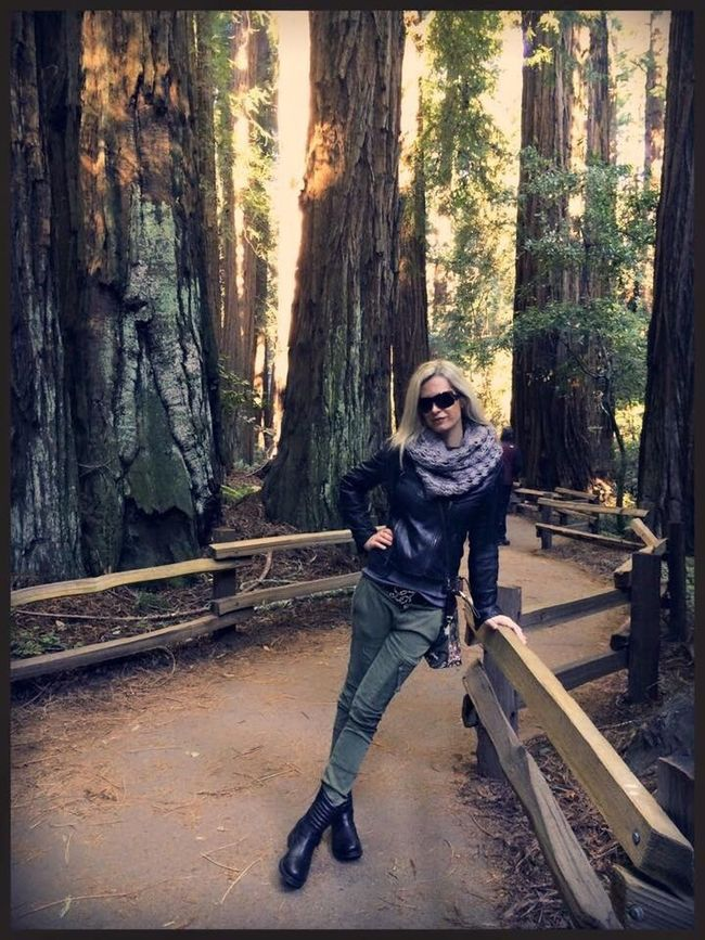 Muir Woods Sanfrancisco SanFranciscoBay California Full Length Sitting Casual Clothing Young Women Tree Trunk Young Adult Looking At Camera Person Day Wood Forest Nature Sequoia Sequoia National Park Travel Destination