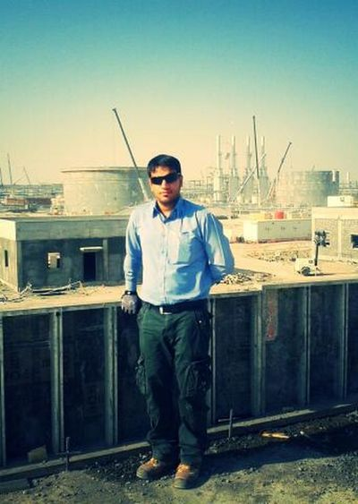 This is me ,Dhurgham From Iraq . nice to met all .