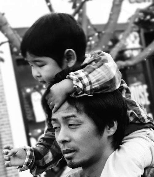 Piggyback dad ride Streetphoto_bw People The Human Condition We Are Family