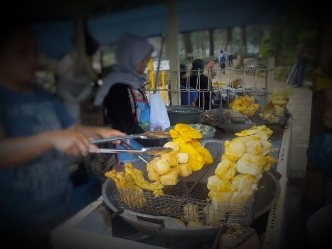 Eat Eating Food Fried Fritters INDONESIA Market Market Stall Sale Small Business Snack Street Food Street Stall