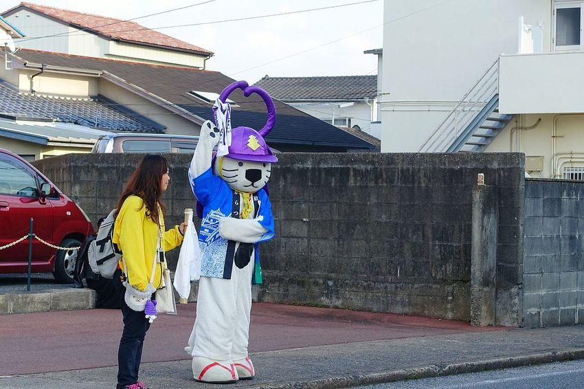 この前の唐津くんちにて。唐津市のゆるキャラ唐ワン。皆に「出来上がっとるやん」と言われるくらいの上機嫌ぶりでした。笑 Saga,Japan Matsuri Karatsukunchi Japan Funny 唐津市 ゆるキャラ 唐ワン 祭り(festival) In Japan 酔っぱらい 出来上がり