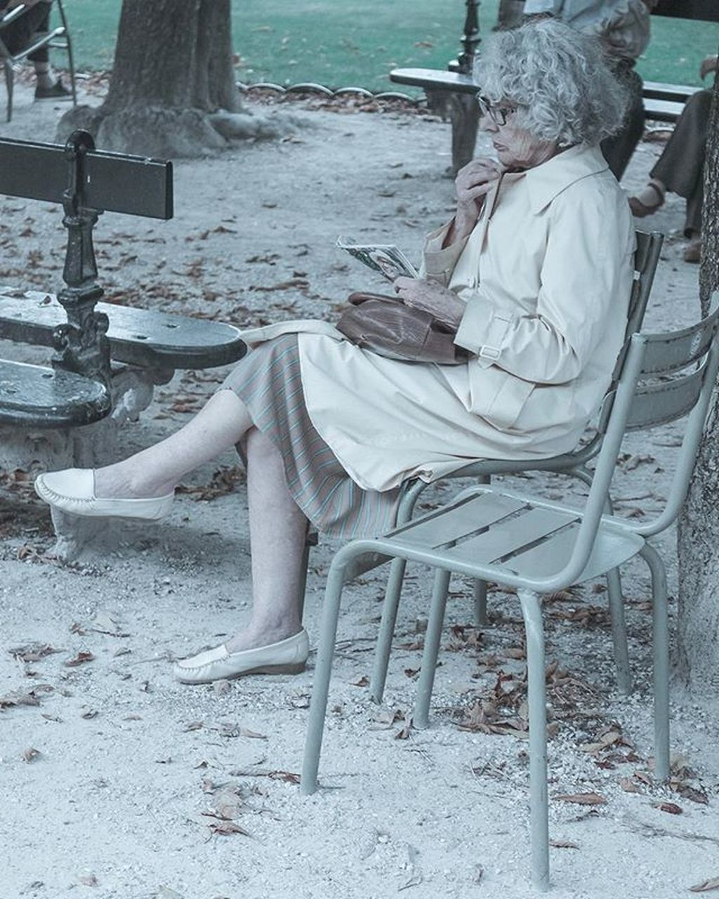 sitting, senior adult, chair, relaxation, senior women, one person, women, outdoors, full length, real people, day, people