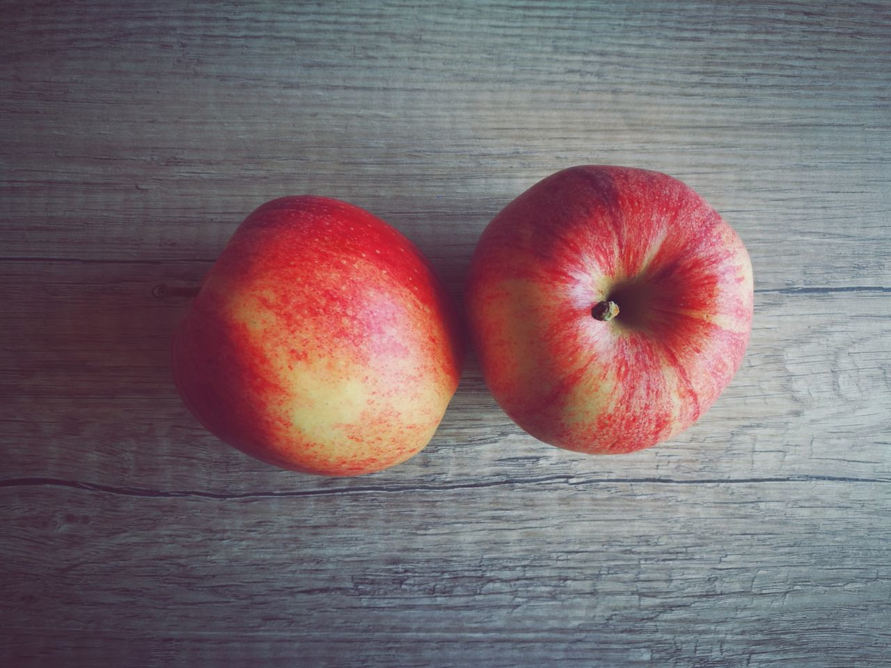 Healthy Eating Fruit Food And Drink Freshness Food Table Red Wood - Material Close-up Gala Apple An Apple A Day Sweet Food Huaweiphotography Still Life Minimalism HuaweiP9 Fresh Healthy Food Healthy Lifestyle Vegetarian Food Vegan Apples Apple Apple - Fruit In A Row