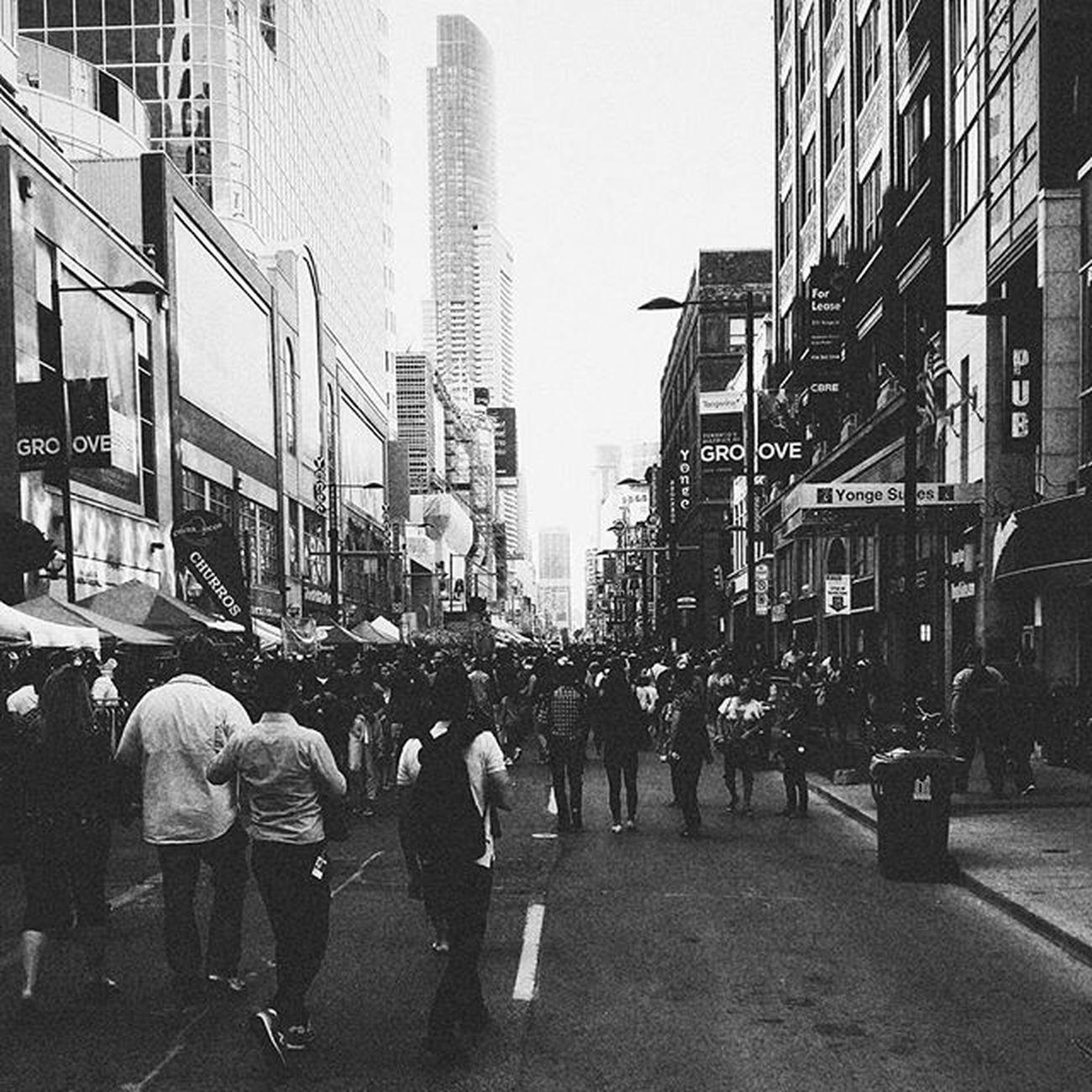Street Street Photography Streetphoto_bw Streetphotography Toronto Torontophotographer Yonge Yongest Yongestreet