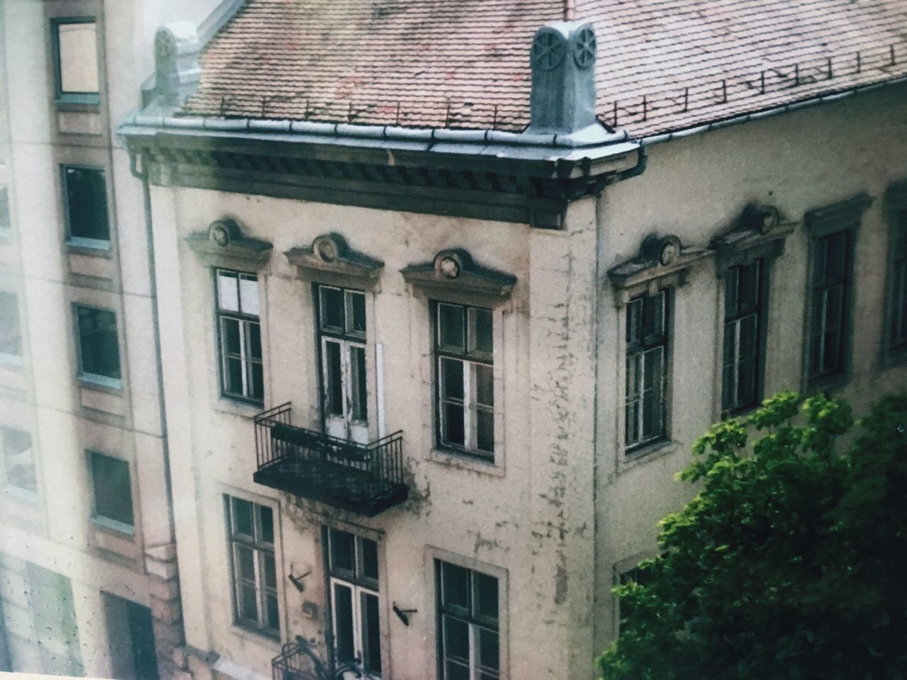 35mm // Old Town // Canon T70 // Building Exterior Architecture Window Built Structure House Outdoors Residential Building Roof Canon T70 This Week On Eyeem 35mm Film Vintage Lifestyles Street Streetphotography Budapest Budapest, Hungary Architecture City The Photojournalist - 2017 EyeEm Awards