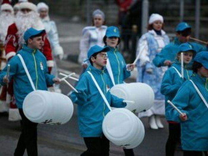 парад дедыморозы параддедовморозов барабаны барабанщики Sightseeing Starting A Trip улыбнуло Santaclaus Newyeariscoming