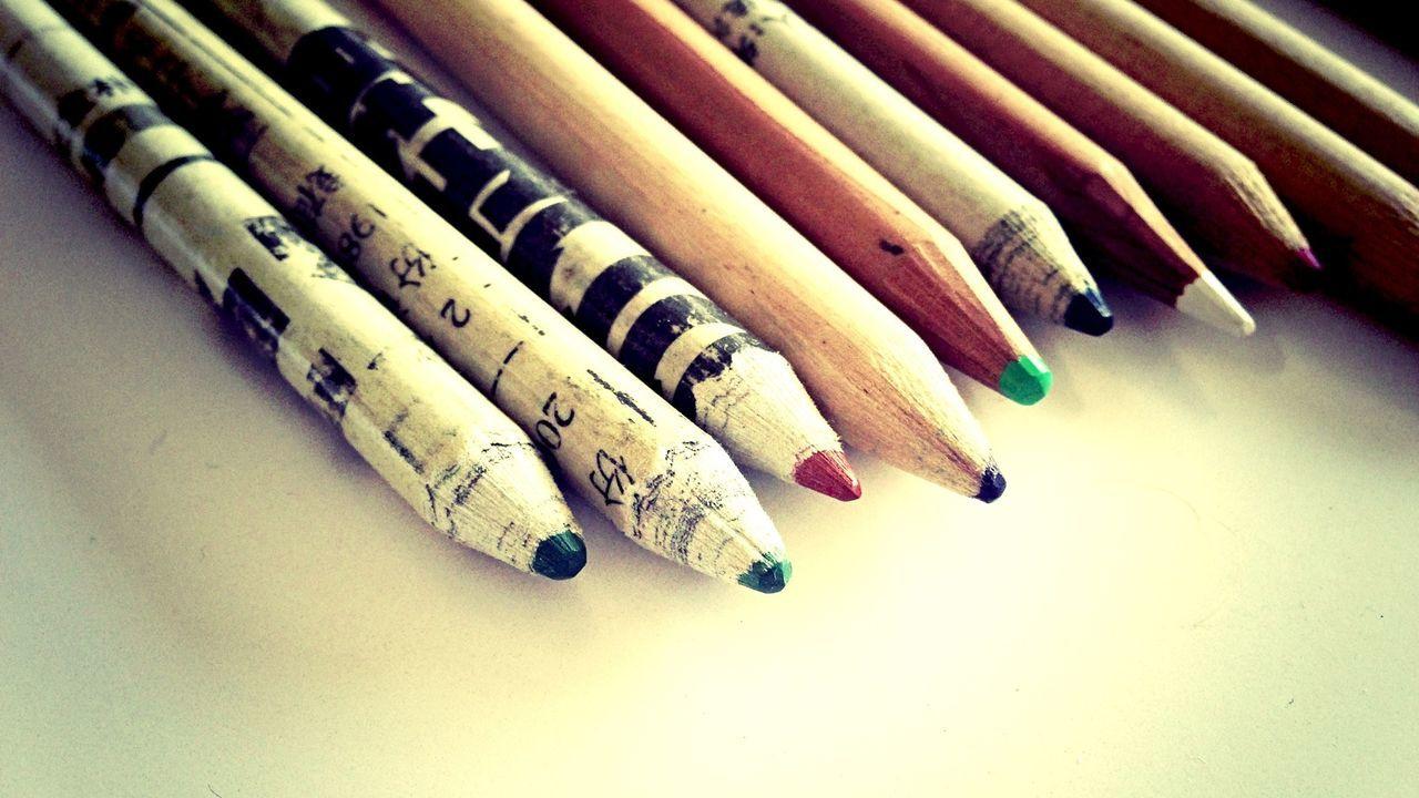 Pencils on the desk. Did I told you I love pencils shots?