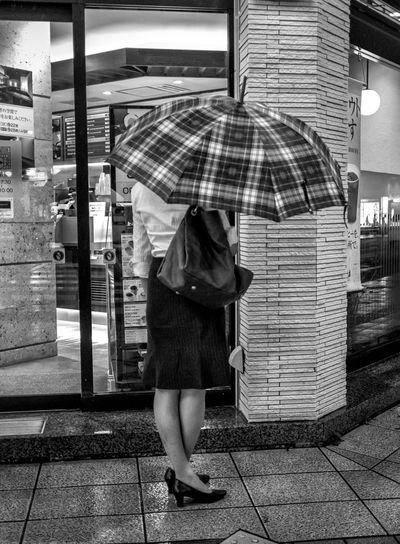 Twisted Japan Japanese  Street Streetphoto_bw Streetphotography Fashion City Umbrella FujiX100T Cooljapan