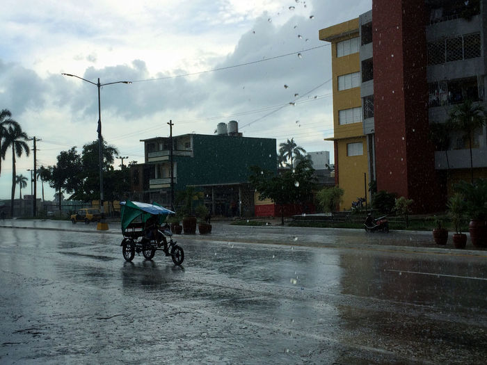 Bicitaxi bajo lluvia Architecture Bicycle Building Exterior Built Structure City City Life City Street Cloud - Sky Day Land Vehicle Mode Of Transport Outdoors Rain Riding Sky Street Transportation