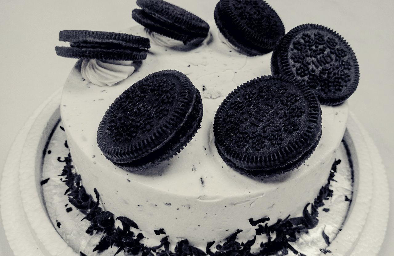The OO Mission Light And Shadows Enjoying Life Taking Photos Blackandwhite Photography Simple Photography Monochrome Birthday Cake Birthaday Chocolate Ice Cream Cakes *-*自己的蛋糕自己拍,很開心我們和好了...