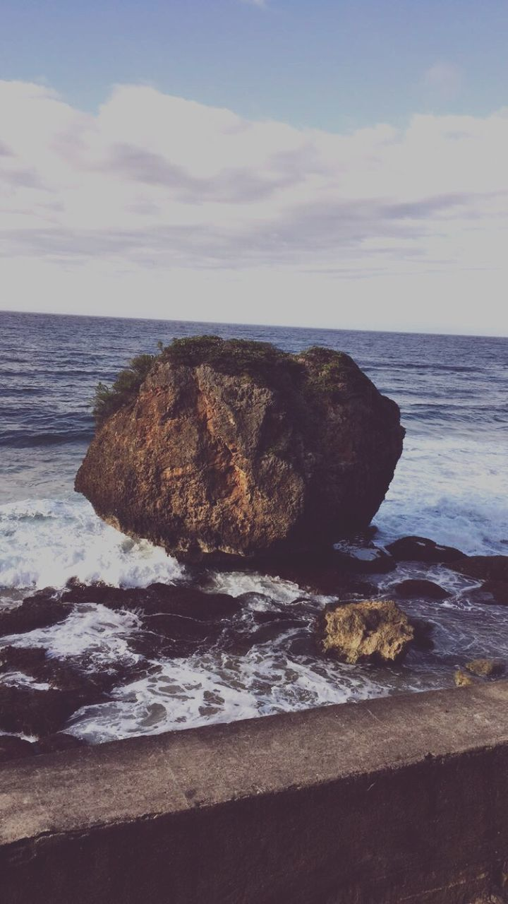 sea, horizon over water, rock - object, water, nature, tranquility, tranquil scene, rock formation, no people, scenics, sky, beauty in nature, outdoors, day, wave