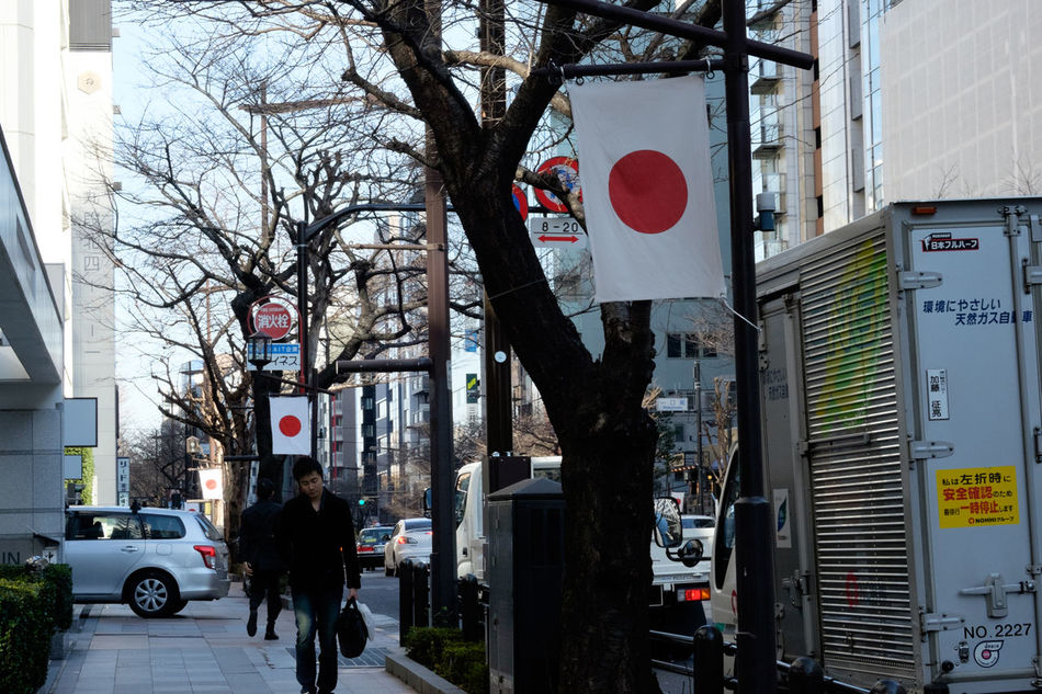 靖国通り Fujifilm Fujifilm X-E2 Fujifilm_xseries Japan Japan Photography Street Streetphotography Tokyo 日の丸 日章旗 東京 靖国通り