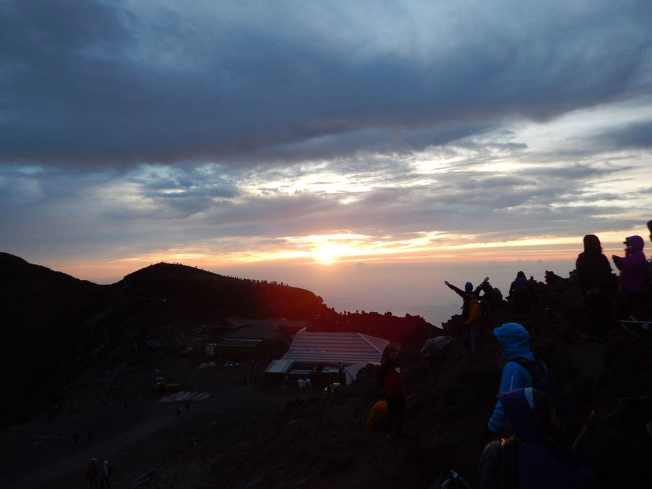 Sunrise praise Adult Adults Only Beauty In Nature Camera - Photographic Equipment Cloud - Sky Day Leisure Activity Mountain Mountain Peak Mt. Fuji Nature One Person Outdoors People Photographer Photography Themes Praise Real People Scenics Sky Sunrie Sunset Travel