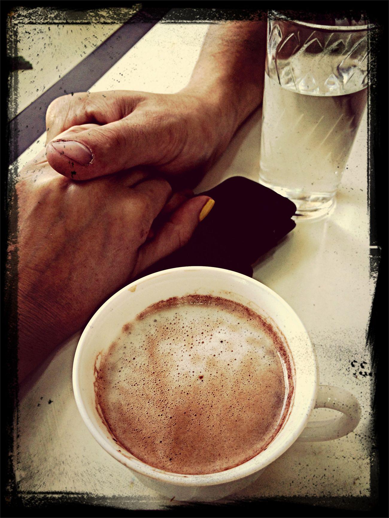 После шопинга приятно заправится чашкой кофе