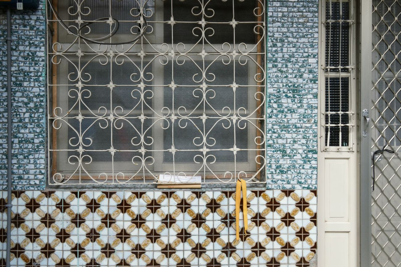 1960's Curve Iron - Metal Window Mosaic Wall Colors and patterns TakeoverContrast 窓萌 House Exterior Nostalgia 鄂王社區宜蘭