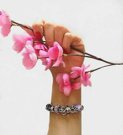 Trollbeadsitalia Pink Color Human Body Part Adult Human Hand Flower Adults Only People Close-up One Person Gift One Woman Only Day Only Women Outdoors Trollbeads Scrivilatuastoria Nature Flower Head