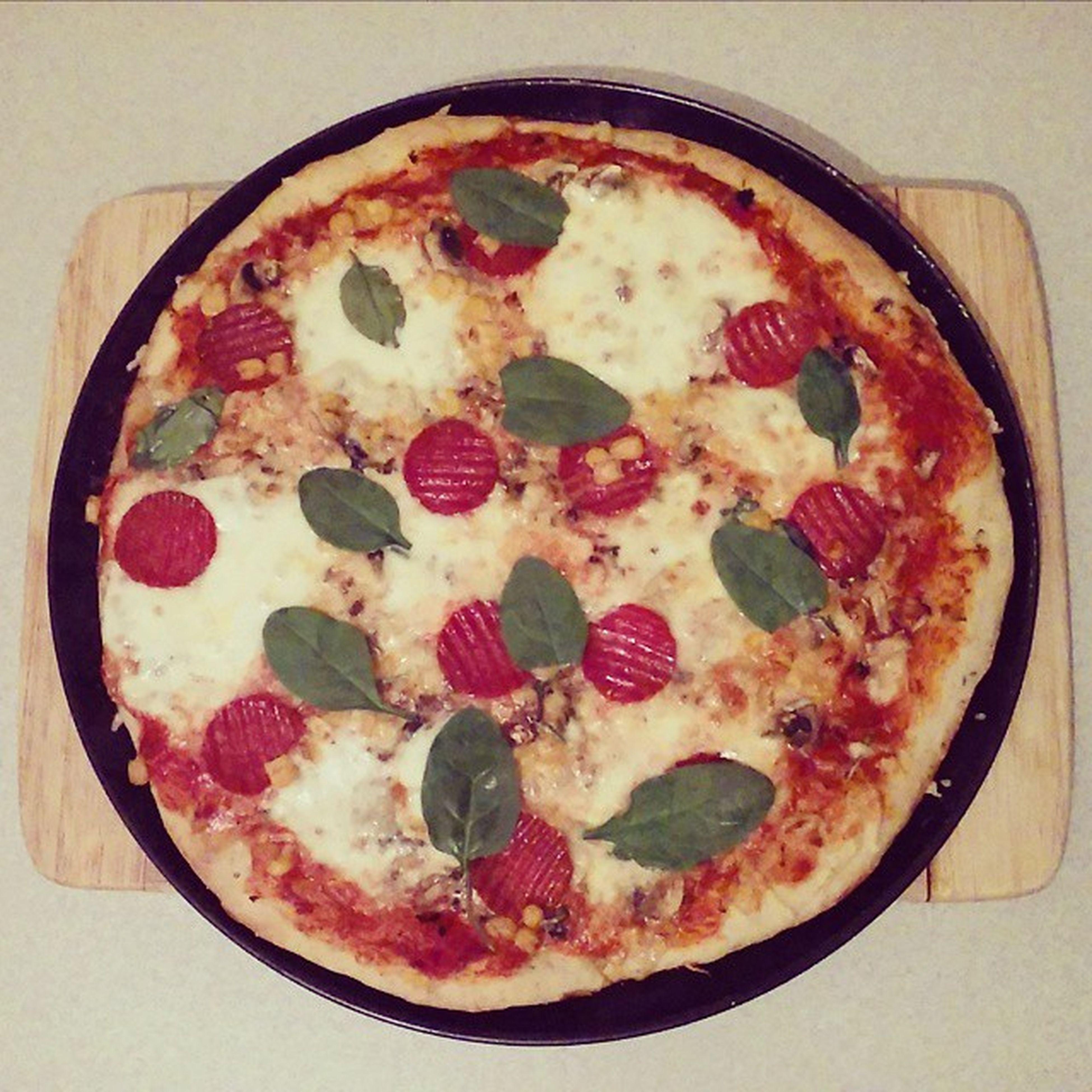 Dzisiejsza Kolacja Pizza Dinner Healthy Today Food Szpinak Salami Cheese Lazy Day Sunday Odpoczywamy Niedziela Home Delicious Vegetables Yummy Instafood Photo Weekend Eat Cook  Polishboy  polishgirllikeforlikel4lf4f