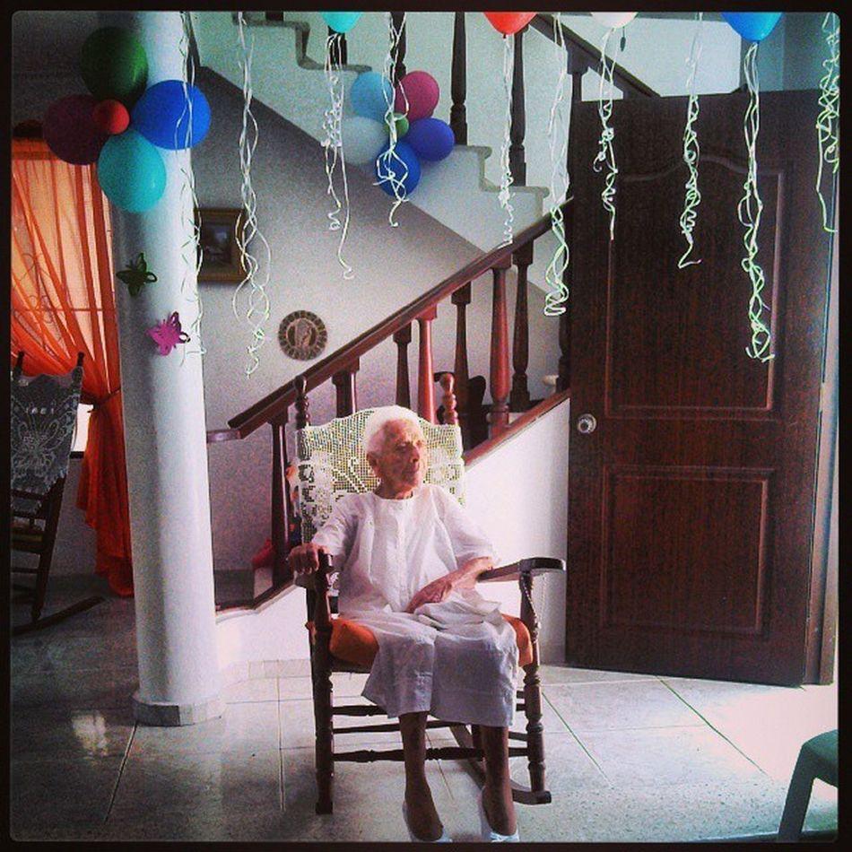 Esta menorcita que ven aquí cumple hoy 95 años, están invitados todos los compañeritos de juego. Abuela Gradnma Birthday Cumpleaños bendicion graciaspapadios