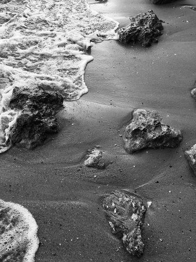 Abrazo.. Beach Nature Rock - Object Outdoors Sea Beauty In Nature No People Blackandwhite EyeEm Nature Lover EyeEm Best Shots NoEdits