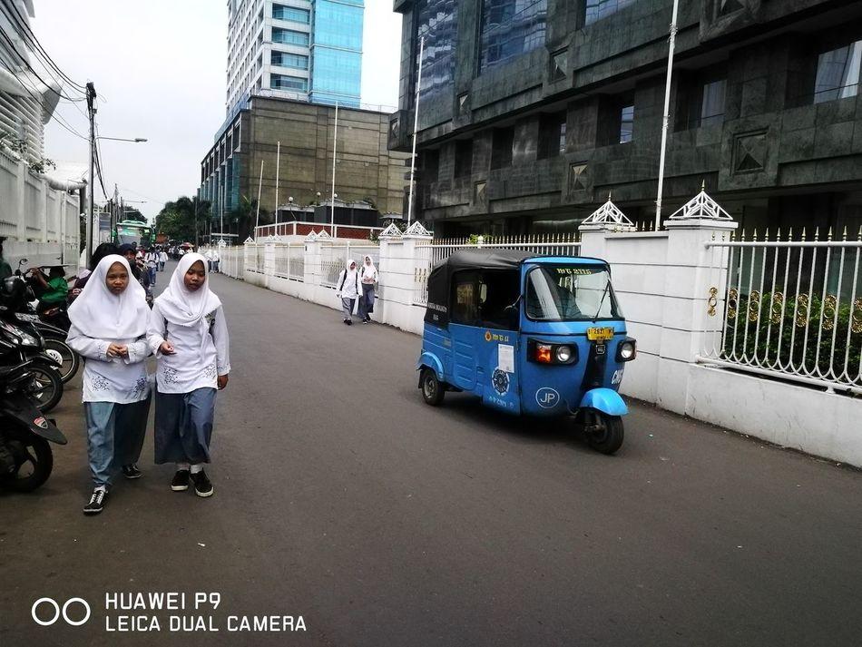 Pulang sekolah dantransportasi bajaj Transportation Car Adults Only Mode Of Transport Young Adult Two People Togetherness City School Bajaj Outdoors Sekolah Jakarta Indonesia