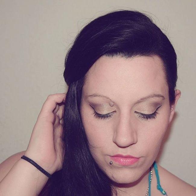 Geschminkt mit der Allabout Bronze Eyeshadow palette von @essence_cosmetics sowie der Eyeliner aus der Loveandsound TE und der Lipstick 13 Likeaprincess Motd FOTD MeToday Eodt Eyesoftheday Makeup Makeupartist Makeupblogger Bloggergram Beautyblogger_de Amu Augenmakeup POTD Blackhair Brunettes Longhair Lipstickporn Lips sheerandshine