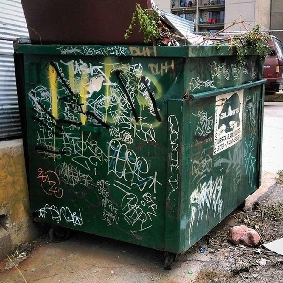 Dumpsters Dumpsterporn Dumpsterswithtags Denvertags Alleyexploration Alleyshavethebestshit Trashy Trashyart Graffiti Graffhunter Denvergraffiti Denverdumpsters