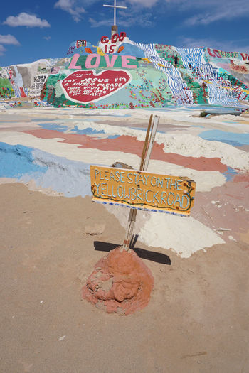 2016 America California Colorful Colors Cute Desert GOOD IS LOVE Hand Made Mountain Painting Salvation Mountain Travel アメリカ サルベーションマウンテン Sign Signboard Sky