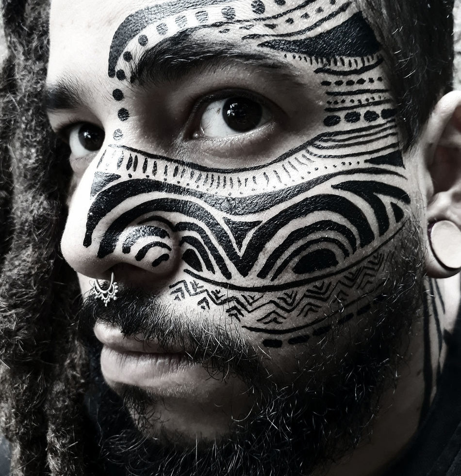 Human Face Portrait Headshot Looking At Camera Close-up Young Adult One Person Front View Adults Only Futuristic People Adult Human Body Part Indoors  Day Bodypainting Bodypartphotography Bodypaint Pinturas Indegenous Roots Indegenous Posca EyeEmNewHere Welcome To Black