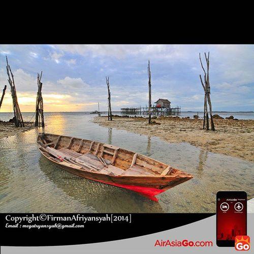 @AirAsiaGoID Sampan nelayan yang masih tersadai yg berada di desa Nelayan Malang Rapat Kabupaten Bintan GohAPPySun GohAPPyholiday AAGOID Iphonesia Ikutan yuk @octagraphia @aderinaldi @robbihafzan130985 Wonderfullkepri Wonderfulindonesia IndonesiaOnly Indonesia_photography Ig_nesia Photooftheday Thephotosociety SeaScapePhotography Indonesianaturephotography Inap