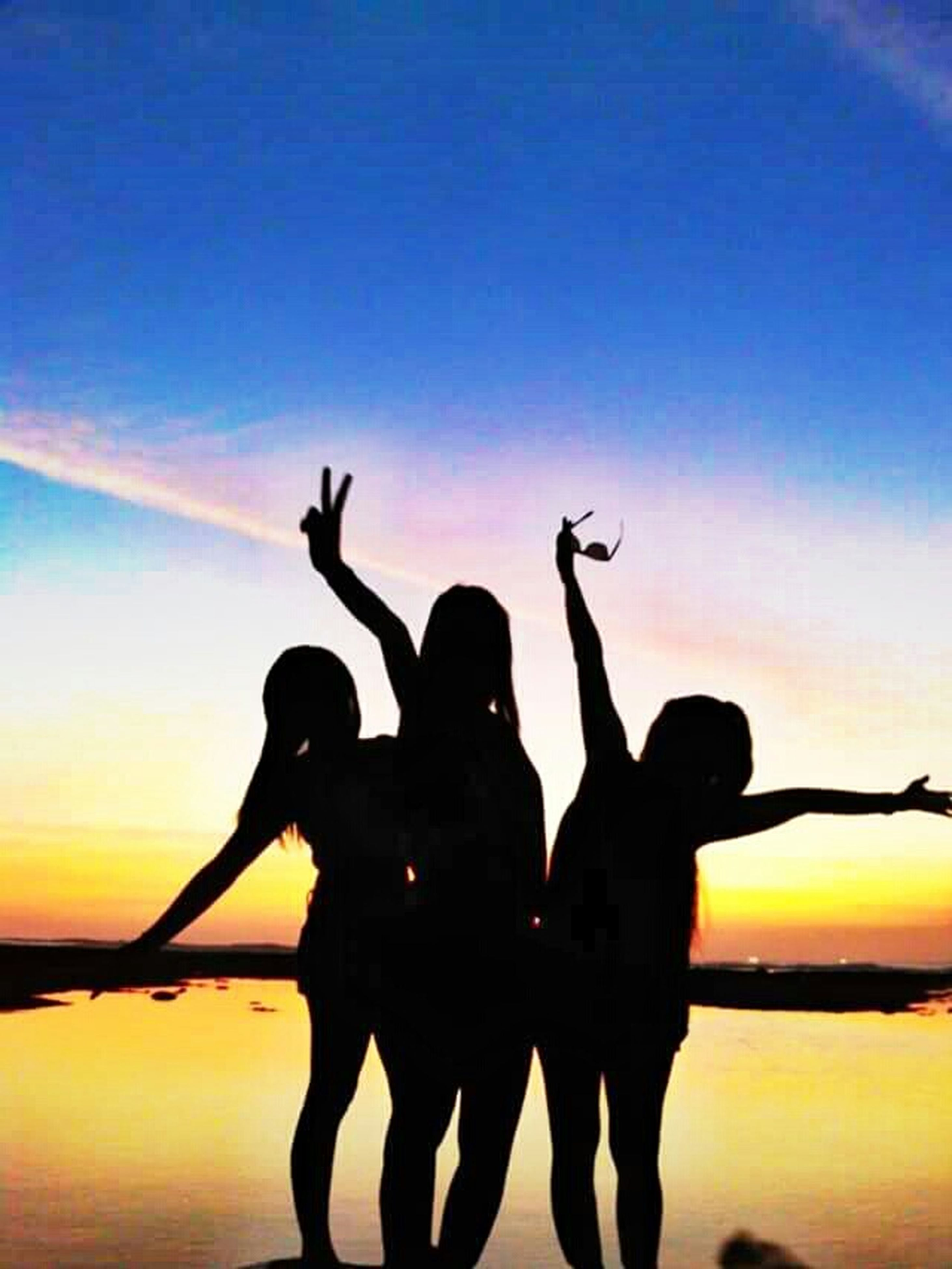 silhouette, sunset, water, leisure activity, togetherness, lifestyles, love, sea, bonding, men, sky, person, standing, horizon over water, friendship, vacations, nature, enjoyment