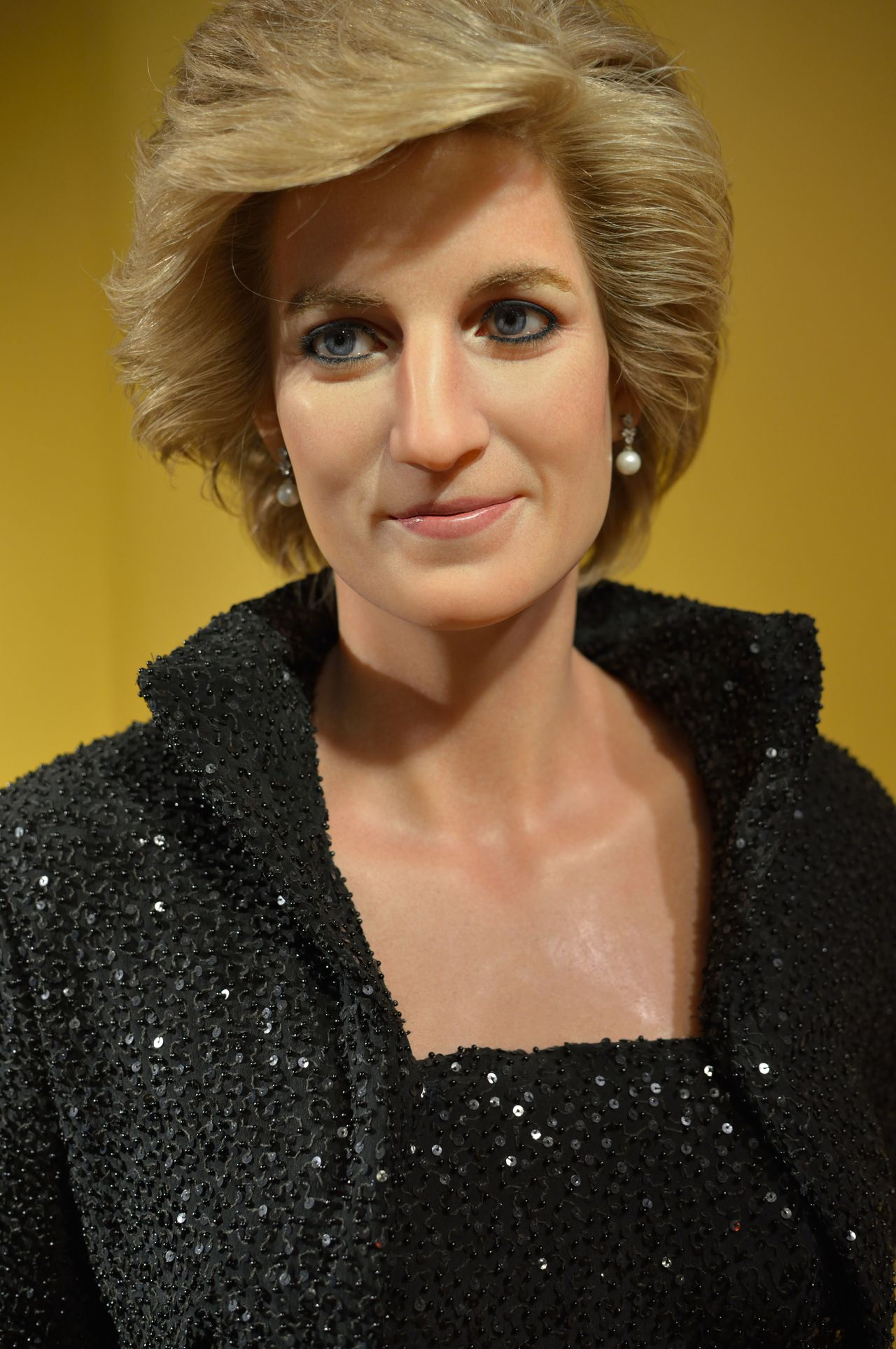 Lady Diana Casual Clothing Composition Confidence  Contemplation Fashion Front View Head And Shoulders Lifestyles Long Hair Looking At Camera Madame Tussauds Person Perspective Portrait Real People Serious Smiling Wax Dolls Wax Museum Young Adult Young Women