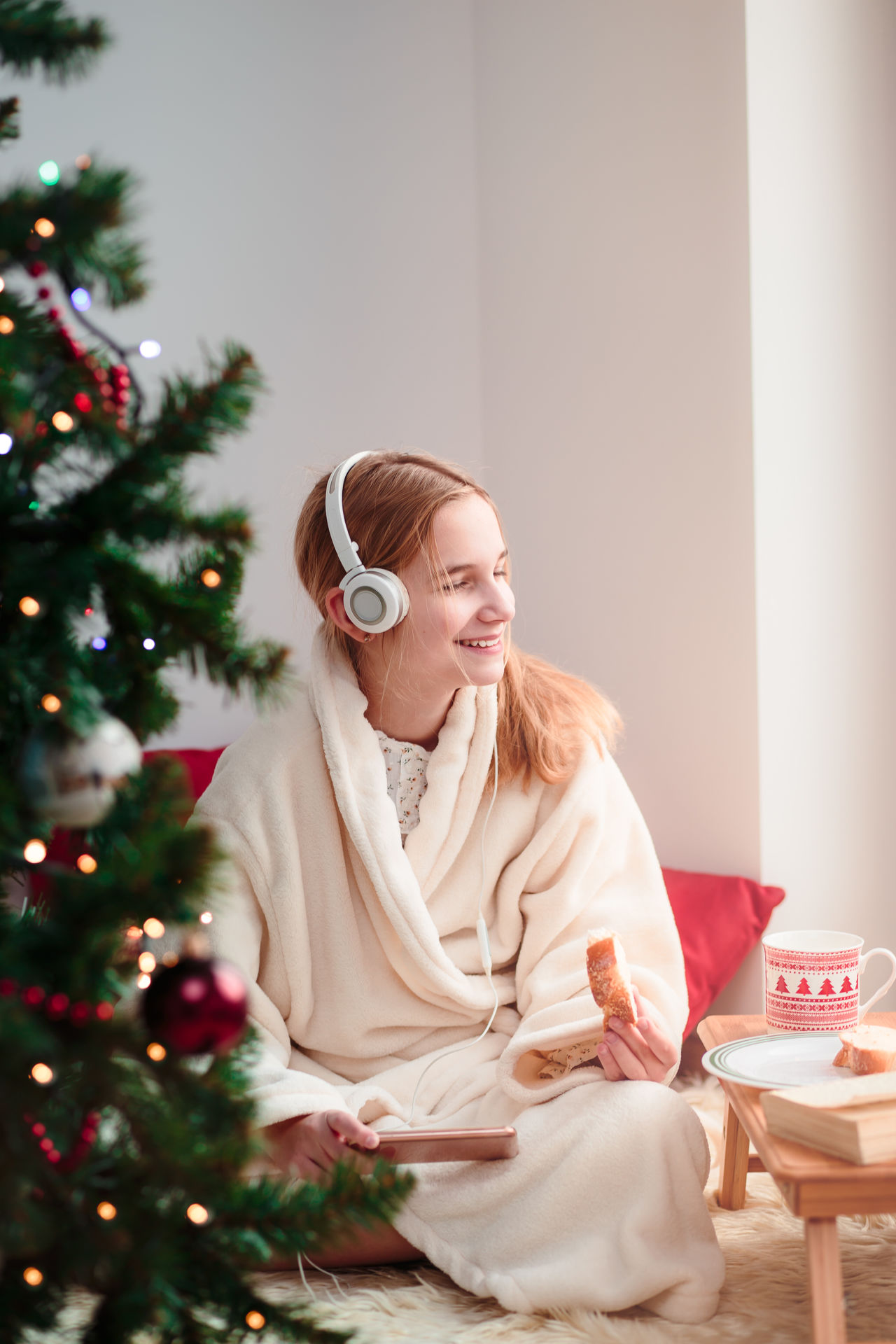 Beautiful stock photos of weihnachten,  12-13 Years,  Adult,  Adults Only,  At Home