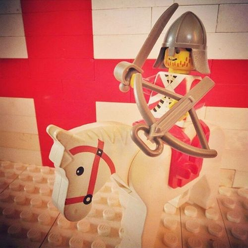 Repost from 2015. This was one of the first LEGO photos that I was proud of shooting. It's of my English knight over-exuberantly preparing for battle in the 6nations , this year kicking off against the Scottish. BRING IT ON!!! Legophotograpy Legominifigures Brickcentral Bricknetwork Vitruvianbrix Legoknight Rbs6nations Engvssco Englandrugby