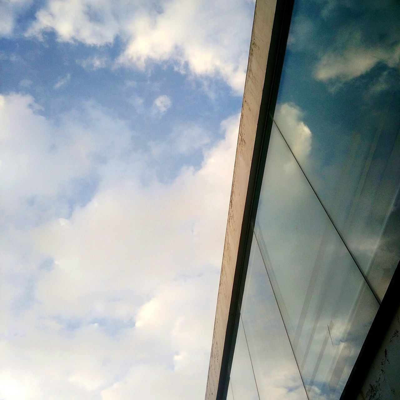 Cloud - Sky No People Outdoors Architecture Building Exterior Windowreflections
