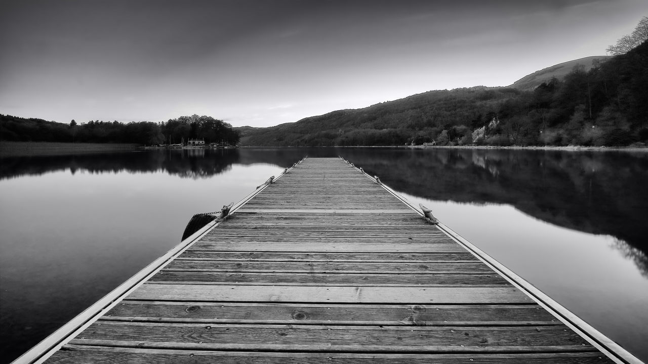 Ecrire la suite... Lac Laffrey ND1000 Alps Beauty In Nature Blackandwhite Bw Contrast Exposure Exterior Forest France Lake Lake Laffrey Landscape Light Mountain Nature Neutral Density Filter Outdoors Pontoon Reflection Reflection Rhonealpes Sky Time Tranquil Scene Water